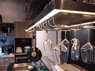 Cocinas de estilo industrial de 珞石設計 LoqStudio Industrial