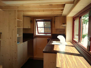 Tiny House Concept - Micro maison sédentaire et déplacable par TINY HOUSE CONCEPT - BERARD FREDERIC Minimaliste