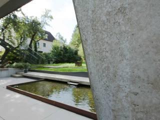 Wasserfläche im Garten:  Häuser von GRIMM ARCHITEKTEN BDA