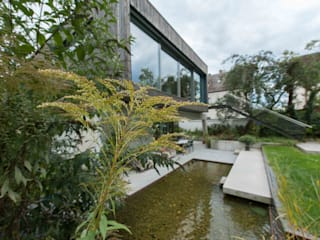 Blick auf die Gartenseite:  Häuser von GRIMM ARCHITEKTEN BDA