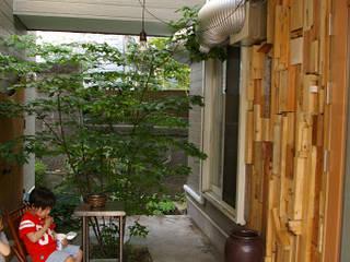 廃材壁とテントとデッキテラス: たましま設計施工社が手掛けた家です。