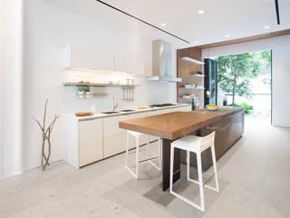 minimalistische Küche von Sensearchitects Limited