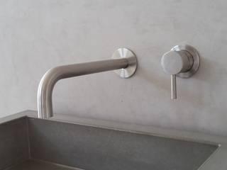 Badgestaltung ohne Fliesen - Betonoptik:  Badezimmer von Raumdesign Tommaso - Malerei