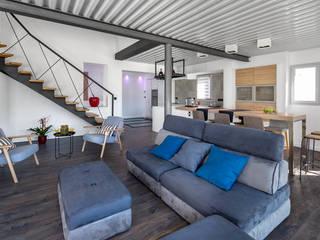 Création villa avec piscine à Saint-Pée-sur-Nivelle Salon moderne par Agence CréHouse Moderne