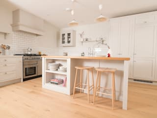 Plain and Simple Chalkhouse Interiors Kitchen Wood White