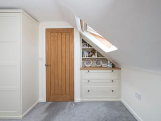 under eaves bedroom Chalkhouse Interiors ChambrePenderies et commodes Bois Blanc