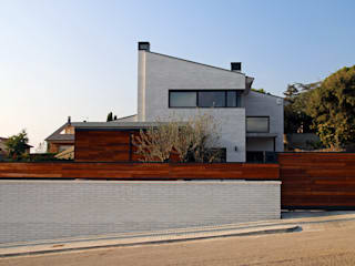 Modern houses by Atres Arquitectes Modern