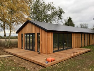 Binfield build in progress : modern Garden by Hudson Garden Rooms