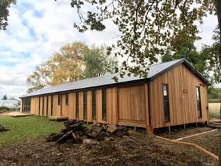 Binfield build in progress : modern Garden by Hudson Garden Rooms