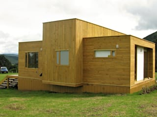 Taller de Ensamble SAS Modern houses Wood Wood effect