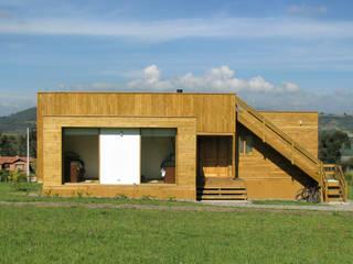 Casa cubica madera: Casas de estilo  por Taller de Ensamble SAS