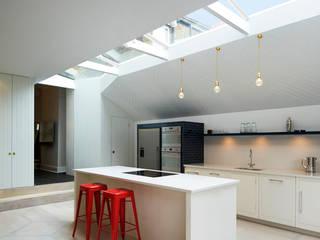 Cucina in stile in stile Moderno di Gundry & Ducker Architecture