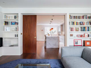 View to kitchen from living room Gundry & Ducker Architecture 现代客厅設計點子、靈感 & 圖片 木頭 Multicolored