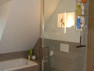 Bad Neugestaltung Minderjahn die Badgestalter Moderne Badezimmer Fliesen Grau