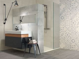 NUESTROS REVESTIMIENTOS PARA BAÑOS Baños de estilo moderno de Avilcasa materiales de construcción,s.l. Moderno