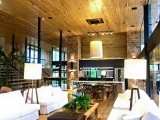 Livings de estilo rústico de Juliana Meda Arquitetura Rústico Madera Acabado en madera