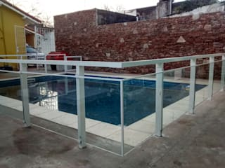 Hồ bơi phong cách hiện đại bởi VETROLUX ABERTURAS Hiện đại