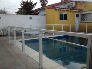 Baranda de proteccion para piscina Piletas modernas: Ideas, imágenes y decoración de VETROLUX ABERTURAS Moderno