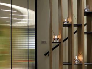 Modern Corridor, Hallway and Staircase by 天坊室內計劃有限公司 TIEN FUN INTERIOR PLANNING CO., LTD. Modern