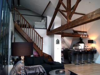 PROJET L: Réhabilitation de greniers en appartement familial: Cuisine de style  par PLAST Architectes