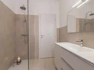 Casas de banho modernas por Facile Ristrutturare Moderno