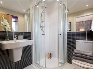 Baños de estilo moderno por Graeme Fuller Design Ltd