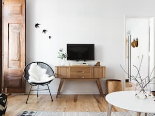 Scandinavian style living room by Arkstudio Scandinavian