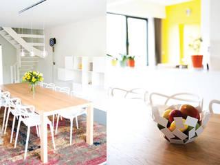Project 01 - Totale interieurrenovatie van inkomhal, keuken en leefruimte: moderne Woonkamer door ICONcept