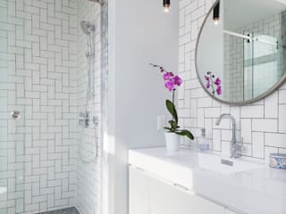 Modern style bathrooms by STUDIO Z Modern