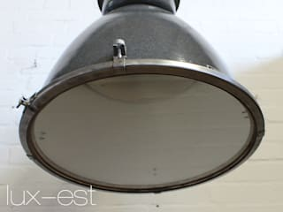 """""""PLZEN"""" Fabrik Design Industrie Lampe Emaille Grau Vintage Glas:  Geschäftsräume & Stores von Lux-Est"""