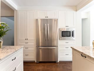Built-In Fridge and Pantry STUDIO Z Modern kitchen White