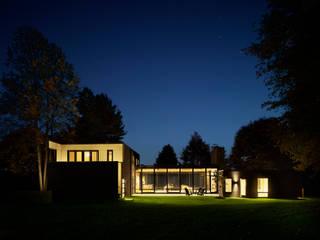 by Koko Architecture + Design Сучасний