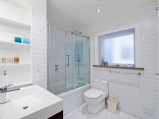 Bathroom and Laundry Room Modern bathroom by STUDIO Z Modern