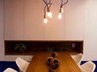 APTO SÃO CONRADO Salas de jantar modernas por A MARCENARIA Moderno