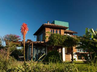 Residencia Arroio I: Casas  por CASA arquitetura