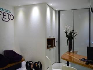 Consultório Médico no The Square Park Office, Jatiúca, Maceió-AL Clínicas modernas por TOAR Arquitetura Moderno