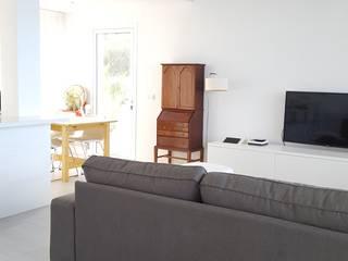 Vivienda en el norte de Tenerife Salones de estilo minimalista de Esteban Rosell Minimalista