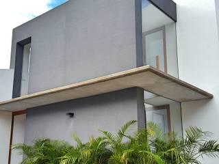 homify Casas de estilo minimalista Gris