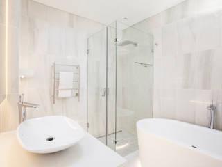 ULTRA MODERN RESIDENCE Modern bathroom by FRANCOIS MARAIS ARCHITECTS Modern
