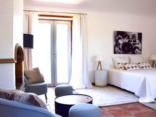 Conception et sélection de tirages // Ameublement et décoration d'une villa Tropézienne:  de style  par DoYouArt // Atelier d'impression & Showroom