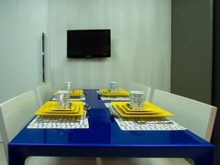 Cris Nunes Arquiteta KitchenTables & chairs