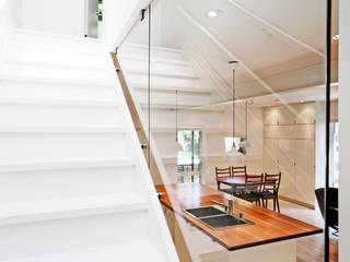 Solares Architecture Pasillos, vestíbulos y escaleras de estilo minimalista