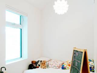 Solares Architecture Dormitorios infantiles de estilo minimalista