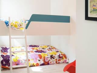 Phòng trẻ em phong cách tối giản bởi Solares Architecture Tối giản