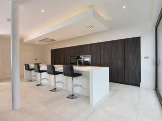 Mr & Mrs Wrights Modern kitchen by Diane Berry Kitchens Modern