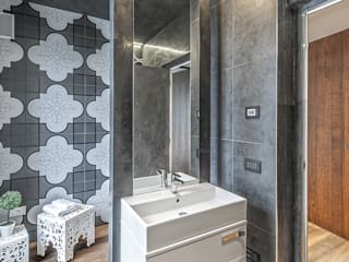 Modern Bathroom by SANTACROCEARCHITETTI Modern