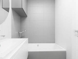 Grey Bathroom Banheiros minimalistas por FOORMA Pracownia Architektury Wnętrz Minimalista