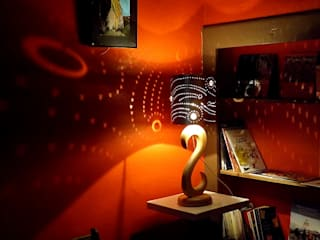 """Lampe en bois et métal de la collection """"Totem"""" par Le Meuble Autrement Moderne"""