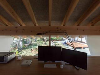 OFFTONE: Snowdesignofficeが手掛けた書斎です。