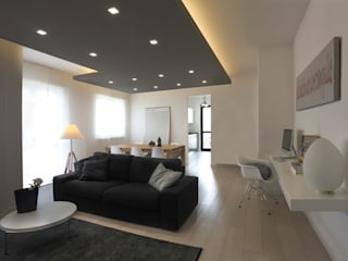 Minimalist living room by MAMESTUDIO Minimalist